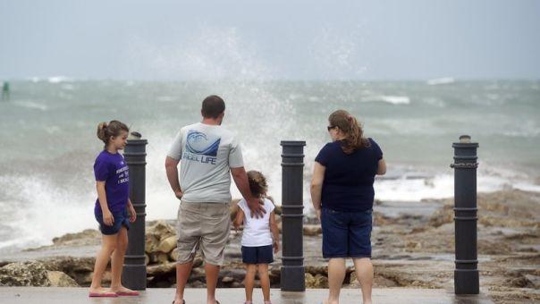 ΗΠΑ: Η τροπική καταιγίδα «Ησαΐας» ενισχύθηκε ξανά σε τυφώνα