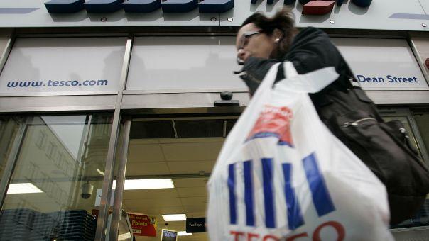 Βρετανία: Tesco και 17 ακόμη μεγάλες επιχειρήσεις ζητούν επιβολή φόρου στο ηλεκτρονικό εμπόριο