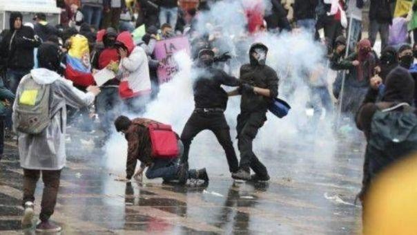Κολομβία: 8 νεκροί σε ταραχές μετά τον θάνατο άνδρα κατά τη σύλληψή του
