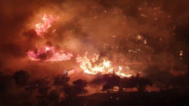 Πάτρα: Μεγάλη φωτιά ανάμεσα σε Βούντενη και Συχαινά