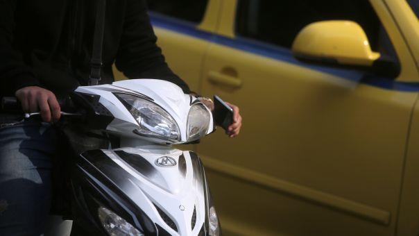 Αντιδράσεις σε ΚΥΑ που οδηγοί ΙΧ  θα οδηγούν μοτοσικλέτες μέχρι 125 κ.εκ-Δεν ισχύει λέει το υπουργείο