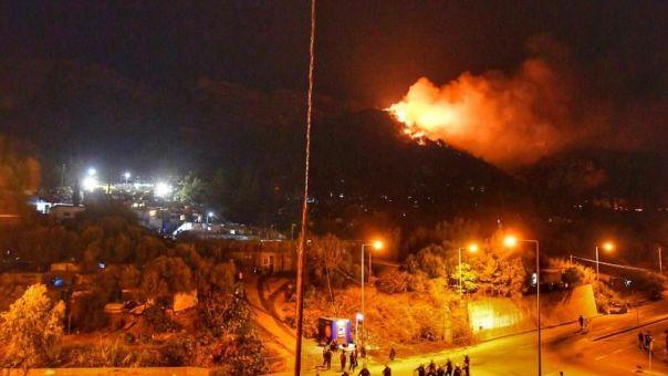 Σάμος: Σε ύφεση η φωτιά κοντά στο Κέντρο Υποδοχής και Ταυτοποίησης προσφύγων (vid)