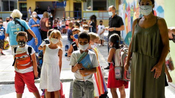 Στην ΚΕΔΕ οι νέες προδιαγραφές για τις μάσκες των μαθητών