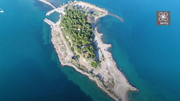 ΒΙΝΤΕΟ: Το άγνωστο Νησί των Ονείρων... που ερήμωσε. 1,5 ώρα από Αθήνα και πας με τα πόδια