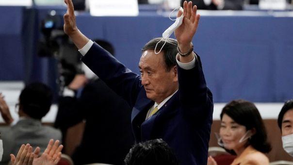 Γιοσιχίντε Σούγκα: Γιος φραουλοπαραγωγού και με μαύρη ζώνη ο νέος ισχυρός άνδρας της Ιαπωνίας