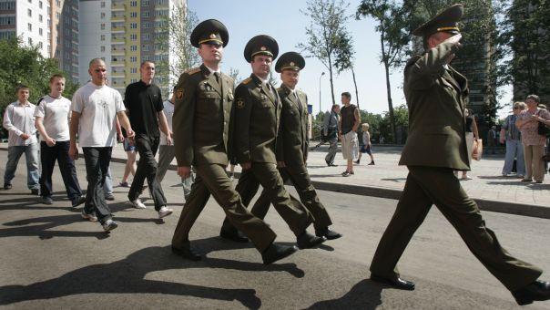 Λευκορωσία: «Έφαγαν πόρτα λόγω six pack»- Η απίστευτη αιτιολογία απαγόρευσης εισόδου στη χώρα