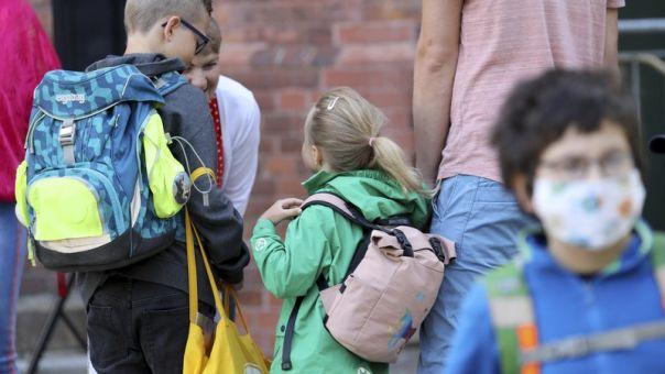 Κορωνοϊός: Τι είναι η «ευρωπαϊκή εγγύηση» και πώς θα προστατεύσει τα παιδιά από την κρίση