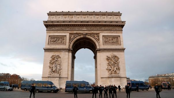 Το Παρίσι θα ανοίγει τα απόρρητα αρχεία για τον πόλεμο της Αλγερίας