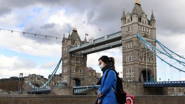 Βρετανία: Ανοίγουν εμπορικά, κομμωτήρια και εξωτερικοί χώροι εστίασης