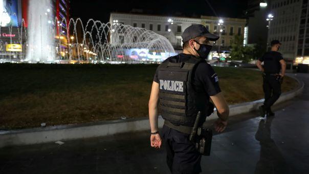 """Προς απαγόρευση κυκλοφορίας τη νύχτα – Τακτικές """"ακορντεόν"""" και """"καρουζέλ"""" από ΕΛΑΣ σε πλατείες"""