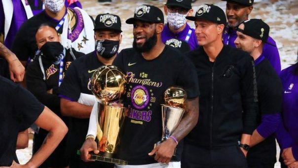 Πρωταθλητές οι Lakers στη μνήμη του Κόμπι