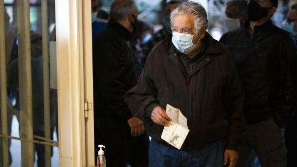 Ουρουγουάη: Εγκαταλείπει τη Γερουσία ο δημοφιλής πρώην πρόεδρος «Πέπε» Μουχίκα