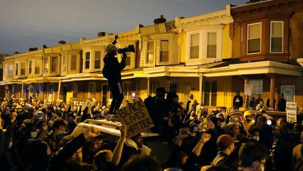 ΗΠΑ: Απαγόρευση κυκλοφορίας στη Φιλαδέλφεια μετά από δύο νύχτες ταραχών