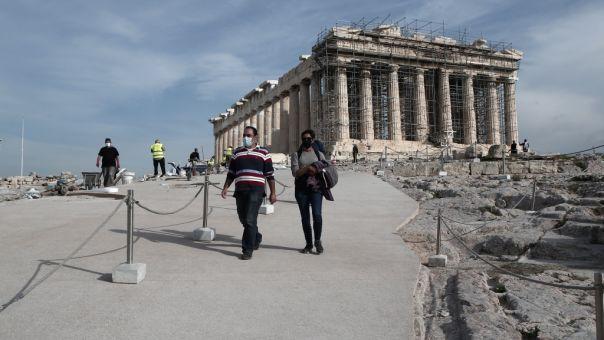 Μενδώνη σε ΣΚΑΪ 100,3: Τεχνητός λίθος και όχι τσιμέντο στην Ακρόπολη
