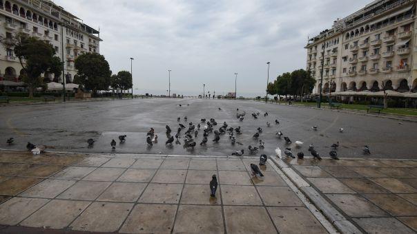 Θεσσαλονίκη: Αναχωρούν και οι τελευταίοι τουρίστες - Αναστολή λειτουργίας για ξενοδοχεία