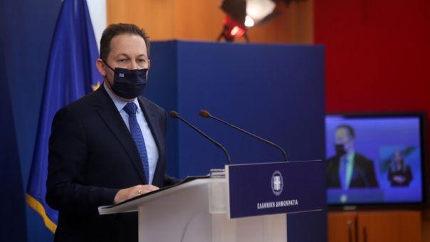 Απάντηση Πέτσα σε Τσίπρα για παρελάσεις: Υπηρέτης δύο αφεντάδων, πόσες αντιφάσεις