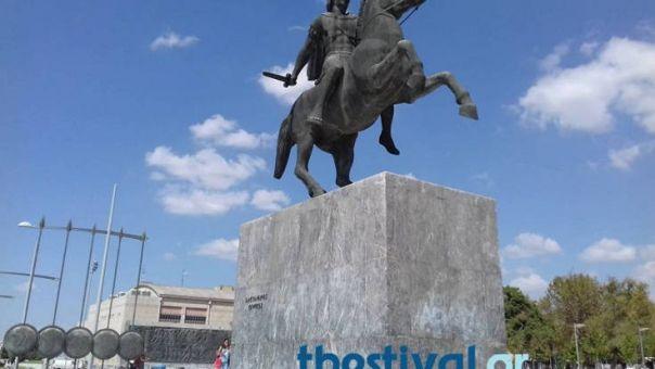 Θεσσαλονίκη: Επιχείρησαν να αναρτήσουν πανό στο άγαλμα του Μεγάλου Αλεξάνδρου