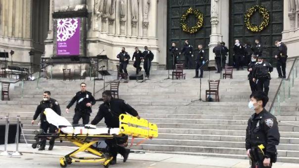 Νεκρός ο ένοπλος που άνοιξε πυρ έξω από τον καθεδρικό ναό του Μανχάταν