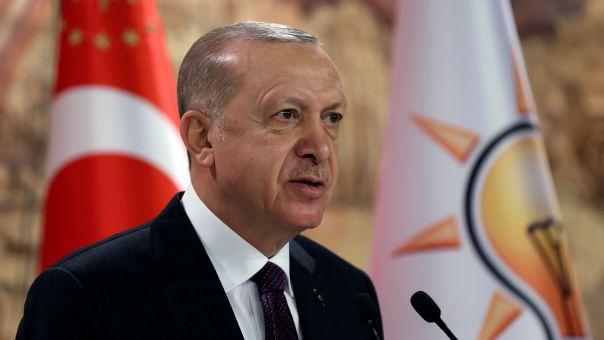 Ερντογάν κατά Μπάιντεν: Κανείς δεν μάς υπαγορεύει τι θα κάνουμε στην αμυντική μας βιομηχανία