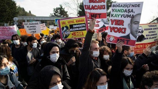 Πανεπιστήμιο Βοσπόρου: Οργισμένοι και οι καθηγητές για τον διορισμό πρύτανη από Ερντογάν
