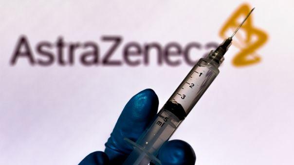 Απάντηση Λονδίνου: Επαρκώς αποτελεσματικό και στους άνω των 65 το εμβόλιο της AstraZeneca