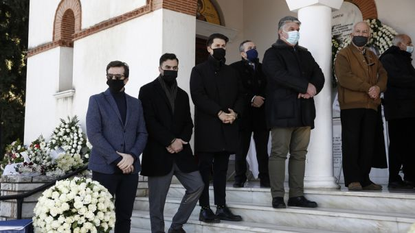 Σε κλίμα οδύνης η κηδεία του Σήφη Βαλυράκη (pics)