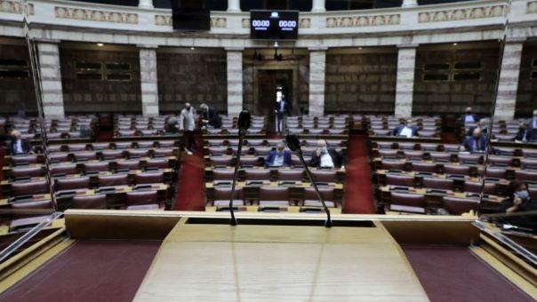 Βουλή: Νέος γύρος αντιπαράθεσης για τη συνταγματικότητα των αλλαγών στα ΑΕΙ