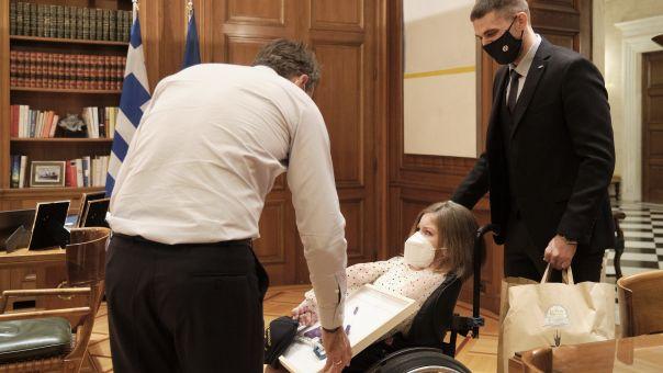 Συνάντηση Μητσοτάκη με φοιτήτρια Ελευθερία Τόσιου και δρομέα αποστάσεων Μάριο Γιαννάκου (pics)