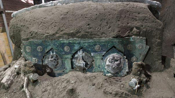 Αρχαιολογική σκαπάνη: Στο φως σχεδόν άθικτο ρωμαϊκό άρμα κοντά στην Πομπηία (Pics)