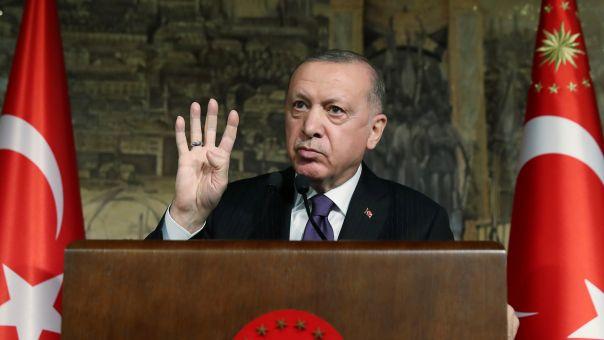 Ερντογάν σε πανικό: Αναζητά.. φίλους -Εξαπολύει «επίθεση γοητείας» για να σπάσει (αυτο)απομόνωσή