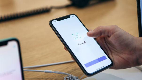 Η Apple «ξεκλειδώνει» την πανδημία: Πώς οι κάτοχοι Iphone θα χρησιμοποιούν το FACE ID φορώντας μάσκα