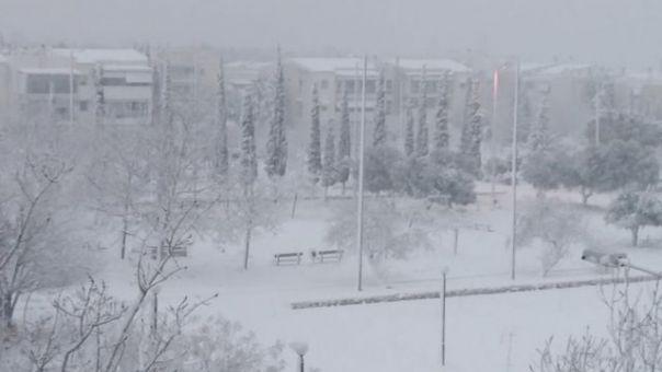 Στα λευκά έντυσε την Αττική η... Μήδεια: Χιόνι από το Ολυμπιακό Χωριό μέχρι την Πειραϊκή! (pics)