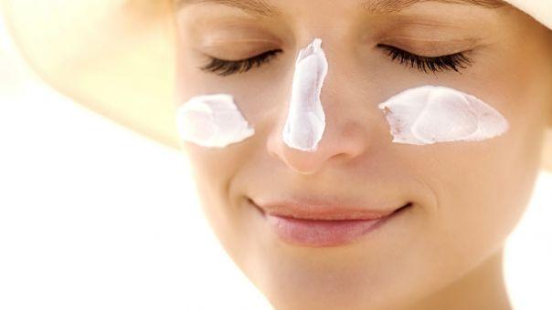 Πώς θα ανανεώσεις το αντηλιακό προσώπου σου ενώ φοράς ήδη makeup