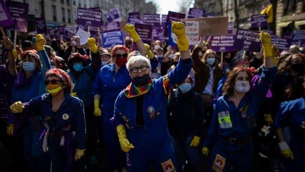 Μεγάλες διαδηλώσεις σε όλη τη Γαλλία στο πλαίσιο της «απεργίας των γυναικών»