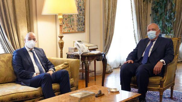 Συνάντηση Δένδια -Σούκρι στο Κάιρο: Ταύτιση απόψεων για Λιβύη -Ανατολική Μεσόγειο