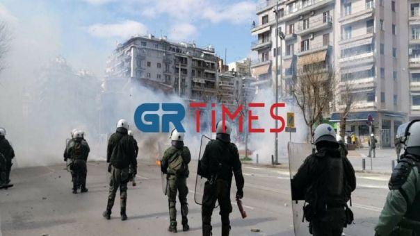 Θεσσαλονίκη: Πορεία για το ΑΠΘ- Επεισόδια στην Εγνατία (VID)