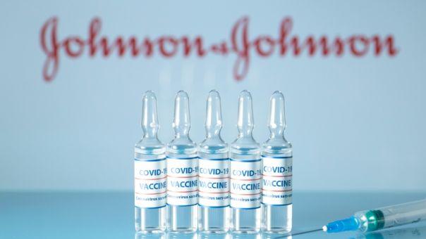 FDA: Δεν έχει διαπιστωθεί αιτιώδης συνάφεια μεταξύ θρομβώσεων και εμβολίου της Johnson&Johnson