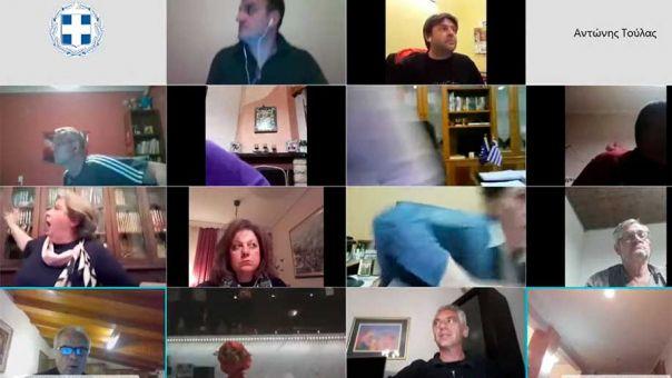 """Σεισμός: Πανικός στη συνεδρίαση του Δημοτικού Συμβουλίου Μετεώρων - """"Ηρέμησε!"""" (video)"""