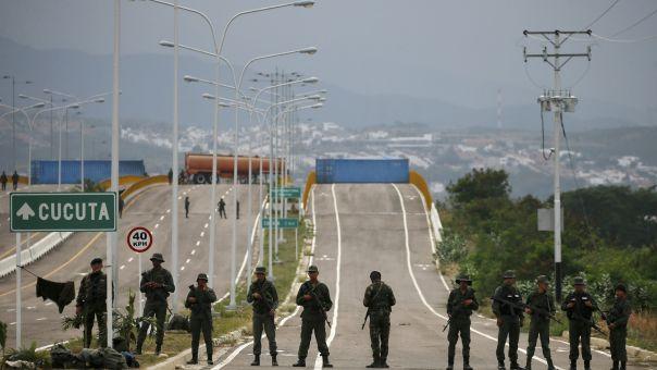 Ταραχές στη Βενεζουέλα: Μάχες ανάμεσα σε στρατό και μέλη ένοπλης οργάνωσης της Κολομβίας