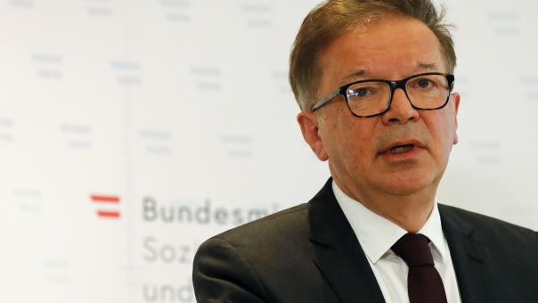 Αυστρία: Παραιτήθηκε ο υπουργός Υγείας λόγω υπερκόπωσης- Εξαντλήθηκε με διαχείριση πανδημίας