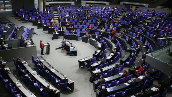 Bundestag: Για πρώτη φορά στην ιστορία μειώνονται οι βουλευτικές αποζημιώσεις