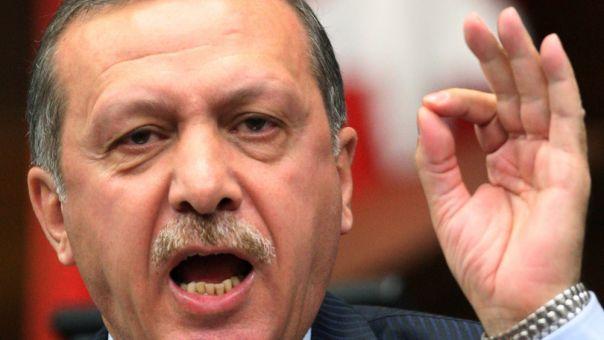 Άστραψε και βρόντηξε ο Ερντογάν κατά των Τουρκοκυπρίων - Αιτία η διδασκαλία του Κορανίου
