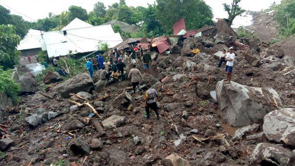Ινδονησία: Σχεδόν 160 νεκροί και 70 αγνοούμενοι από τις πλημμύρες στο ανατολικό Τιμόρ