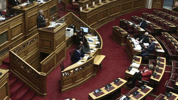 Βουλή: Τρία «ναι» και τρία «όχι» στο νομοσχέδιο για τους απόδημους