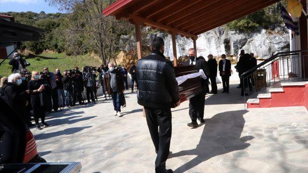 Το «τελευταίο αντίο» για τον Γιώργο Καραϊβάζ: Σε κλίμα οδύνης η κηδεία του δημοσιογράφου (PICS)