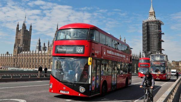 Αναθεώρηση προς τα πάνω από Τράπεζα Αγγλίας για το ρυθμό ανάπτυξης βρετανικής οικονομίας
