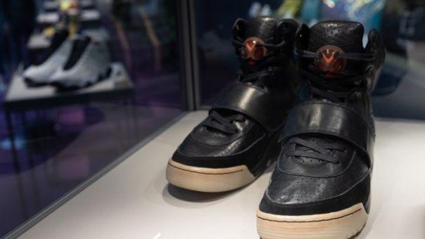 Τα «χρυσά» παπούτσια του Κάνιε Γουεστ: Τα Nike Air Yeezy 1 πουλήθηκαν έναντι 1,8 εκατ. δολαρίων