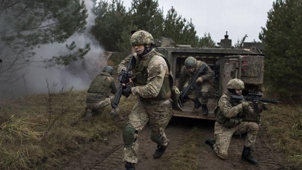 Ουκρανία: Προσομοίωση...πολέμου κοντά στην Κριμαία υπό την απειλή ρωσικής εισβολής