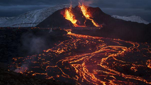 Lord of the Rings στην Ισλανδία: Απόκοσμες εικόνες με ποτάμια λάβας από την έκρηξη ηφαιστείου (vid)