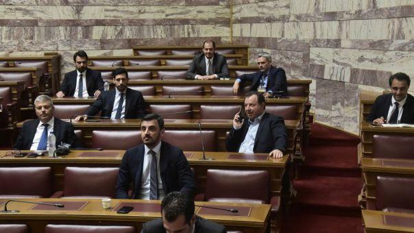 Αντιπαράθεση κυβέρνησης-αντιπολίτευσης επί του νομοσχεδίου για την ψήφο των αποδήμων